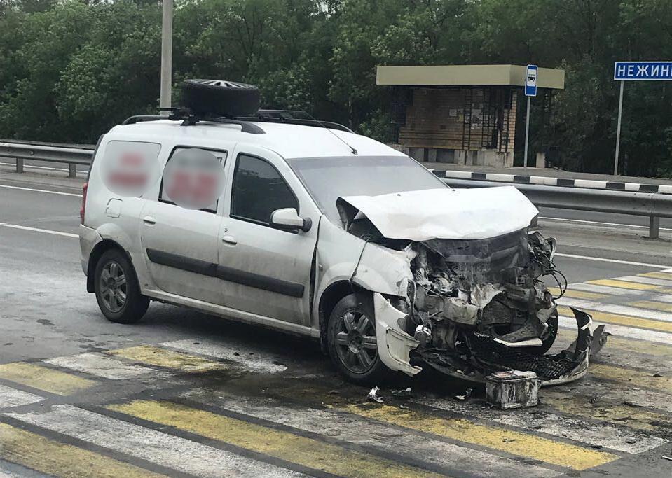 В ДТП с «Ларгусом» и иномаркой под Оренбургом пострадали три человека