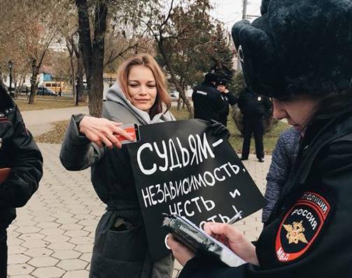 Координатора штаба Навального Наталию Трубачеву задержали за единый  пикет